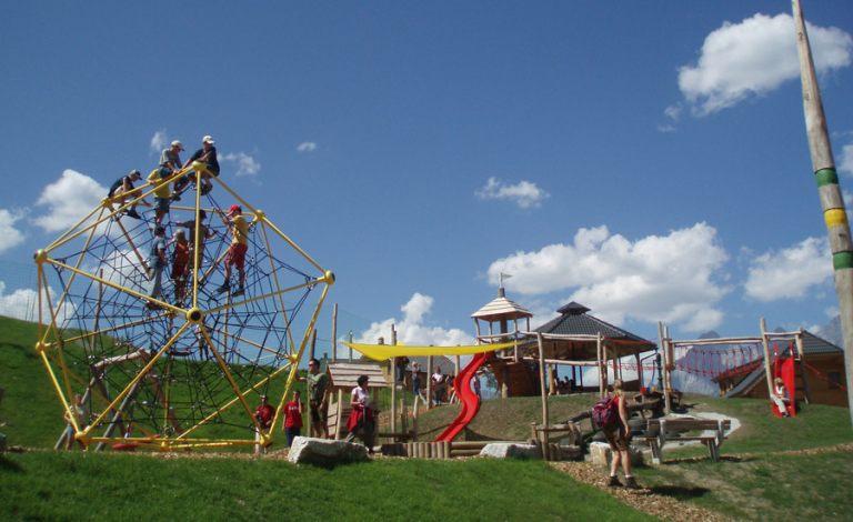 Spielplatz-im-Sommer-8